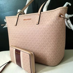 ♥️MICHAEL Kors Large Tote pink and Wallet